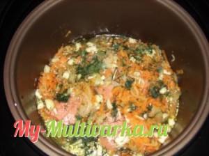 Положить горбушу и овощи в мультиварку