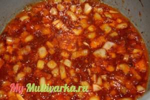 Добавить томатную пасту и аджику.